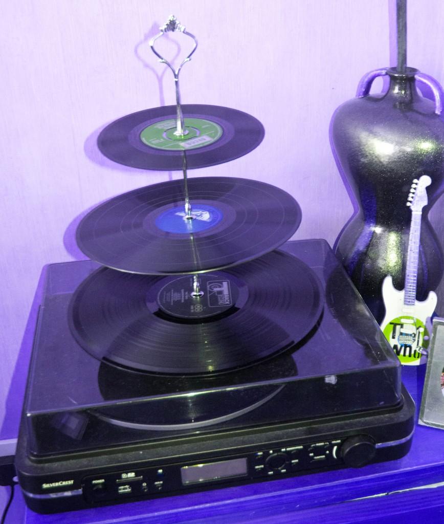 MTW Vinyl Cake Stand
